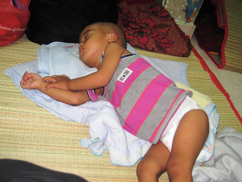 Sau một ngày líu lo vui đùa cùng mẹ, bé Na One đã ngủ ngon lành.