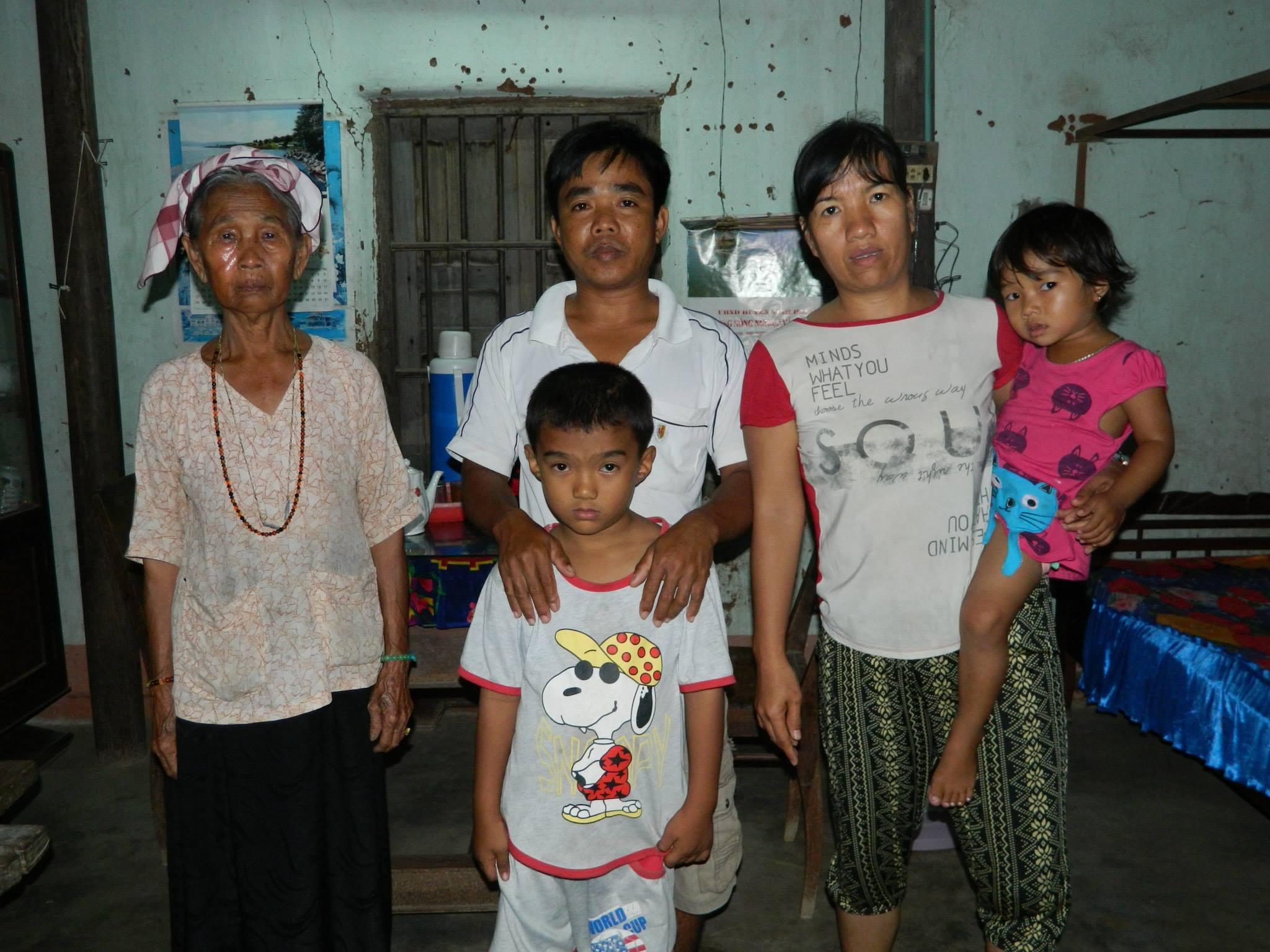 Gia đình anh Lân có đến ba người bị bệnh và rất cần sự giúp đỡ