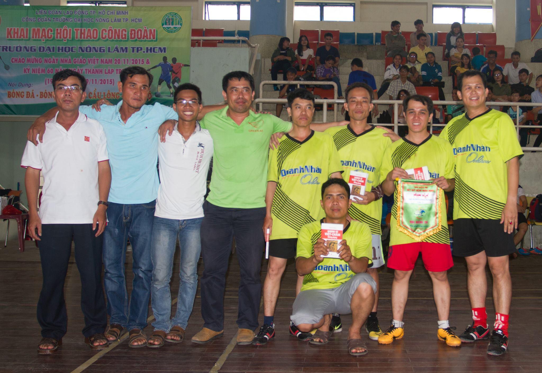 Đội hạng tư: Cựu Sinh Viên