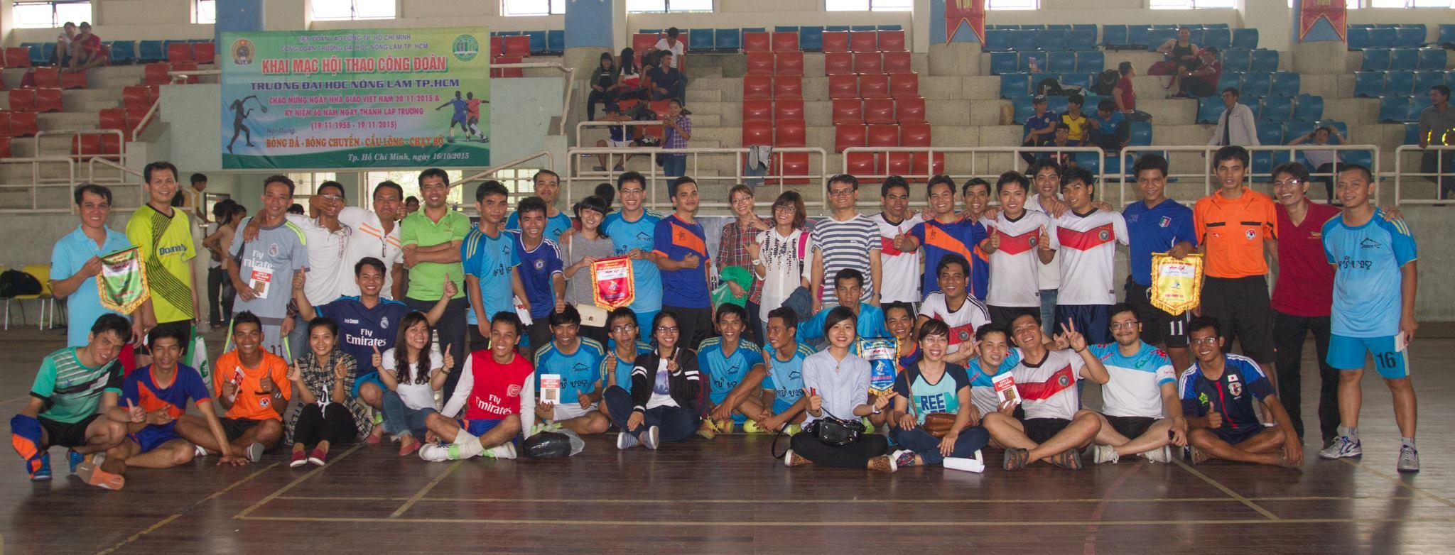 Hình chụp tập thể cầu thủ, khán giả tham gia giải đấu GFP Cup lần 3